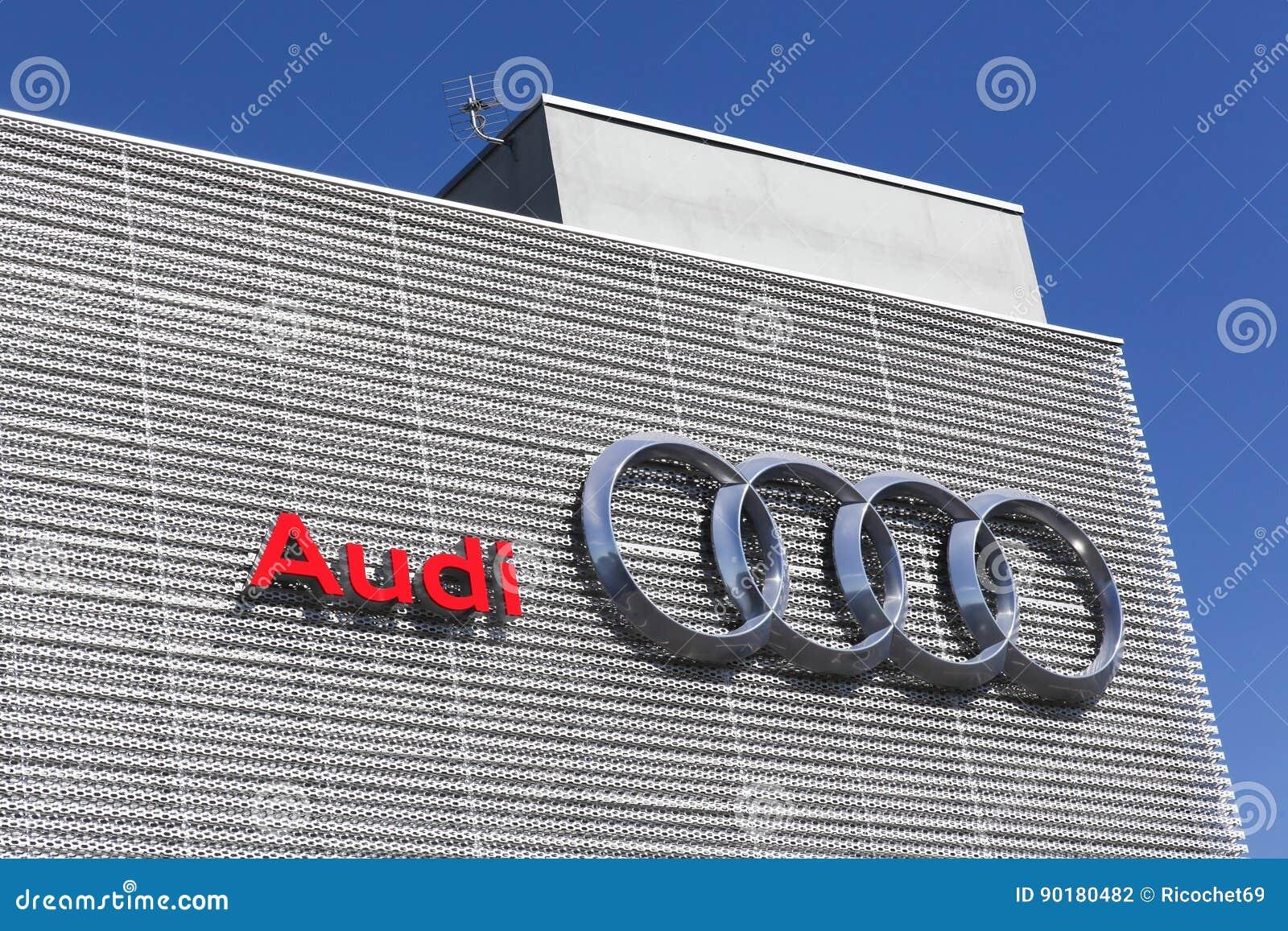 Concesionario De Coches Del Edificio De Audi Fotografía editorial ...