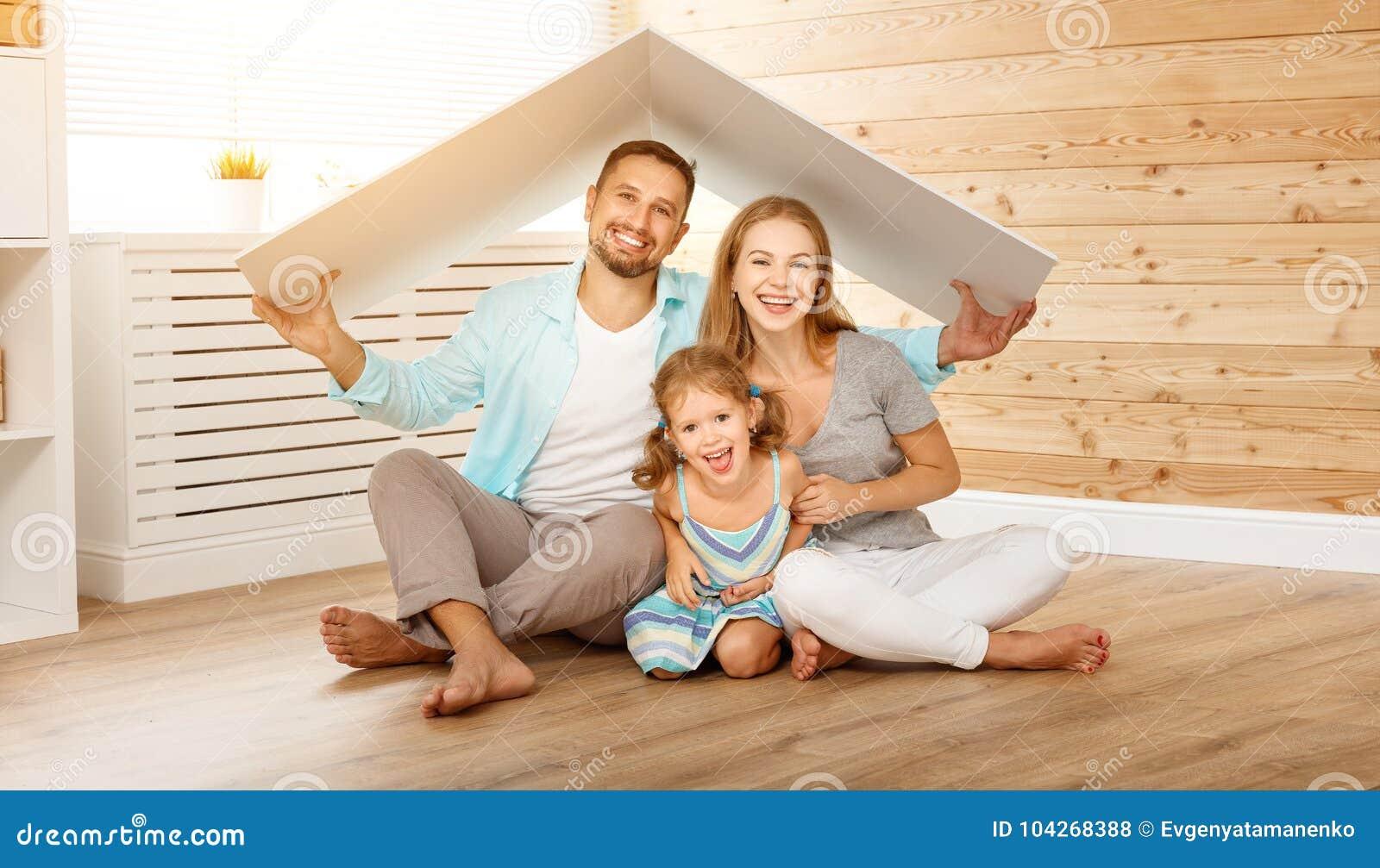 Concetto che alloggia giovane famiglia Padre e bambino della madre in nuovo