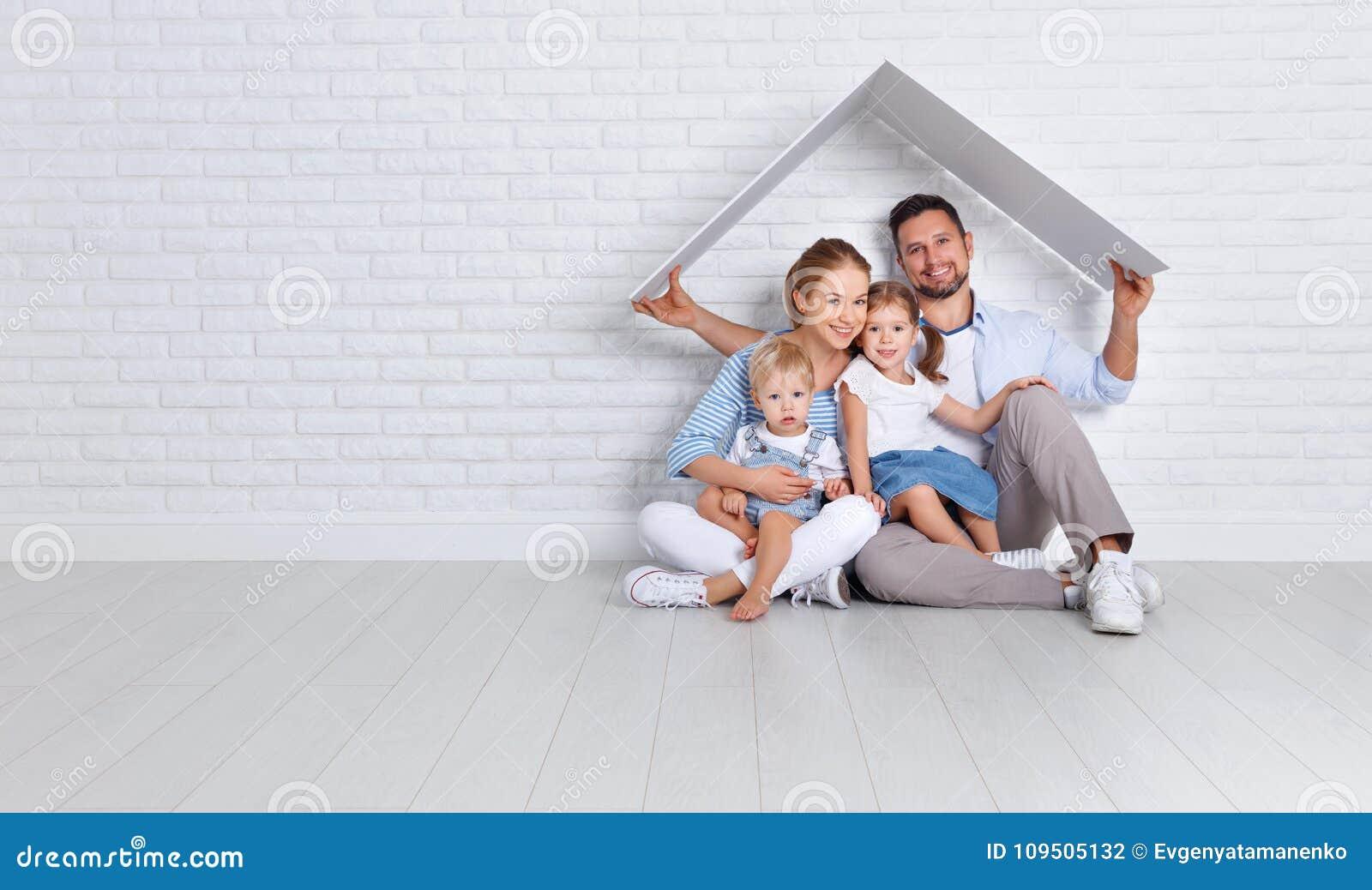 Concetto che alloggia una giovane famiglia padre e bambini della madre nella n