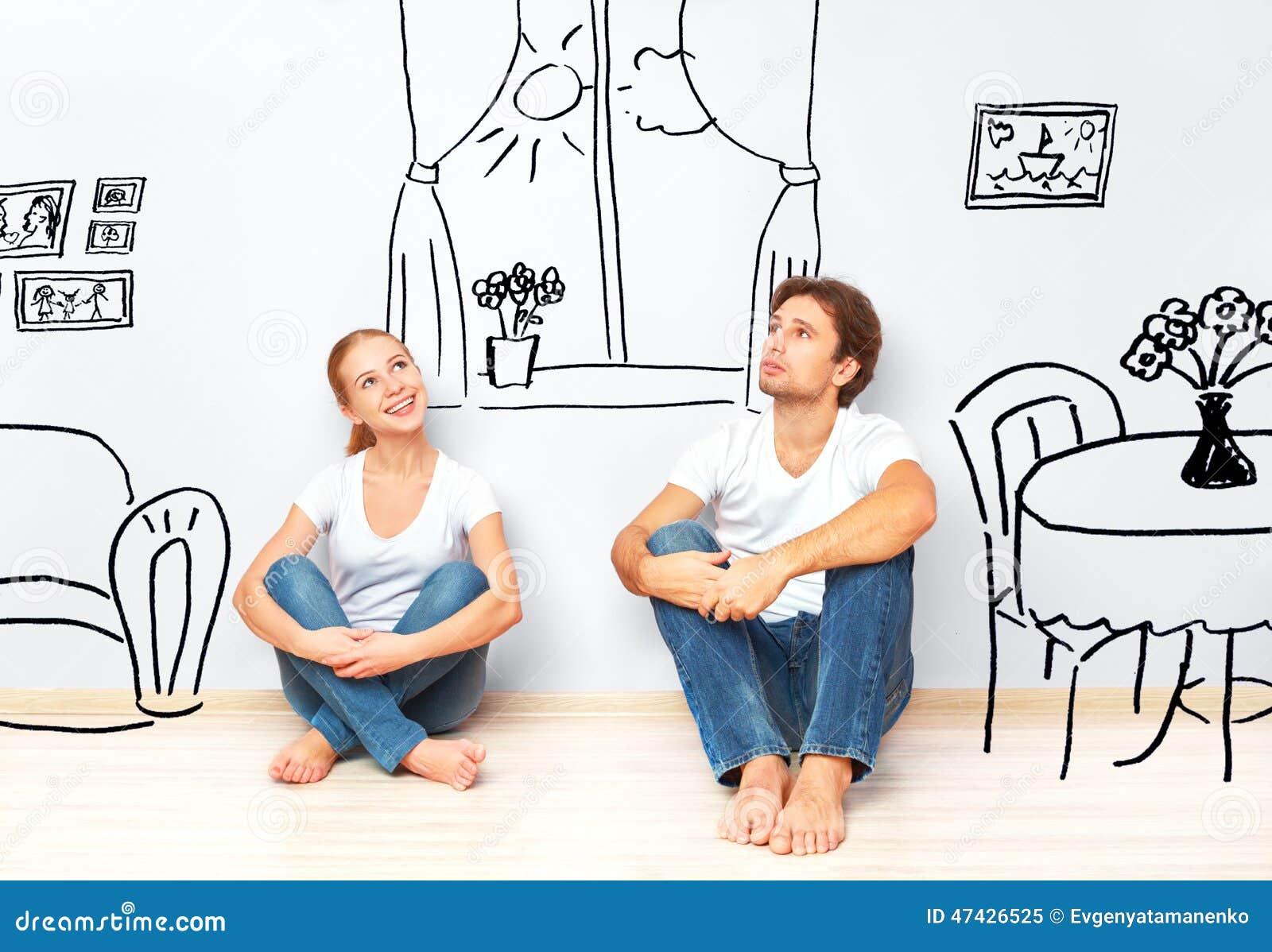 Concetto: coppie felici nel nuovo interno di sogno e di piano dell appartamento