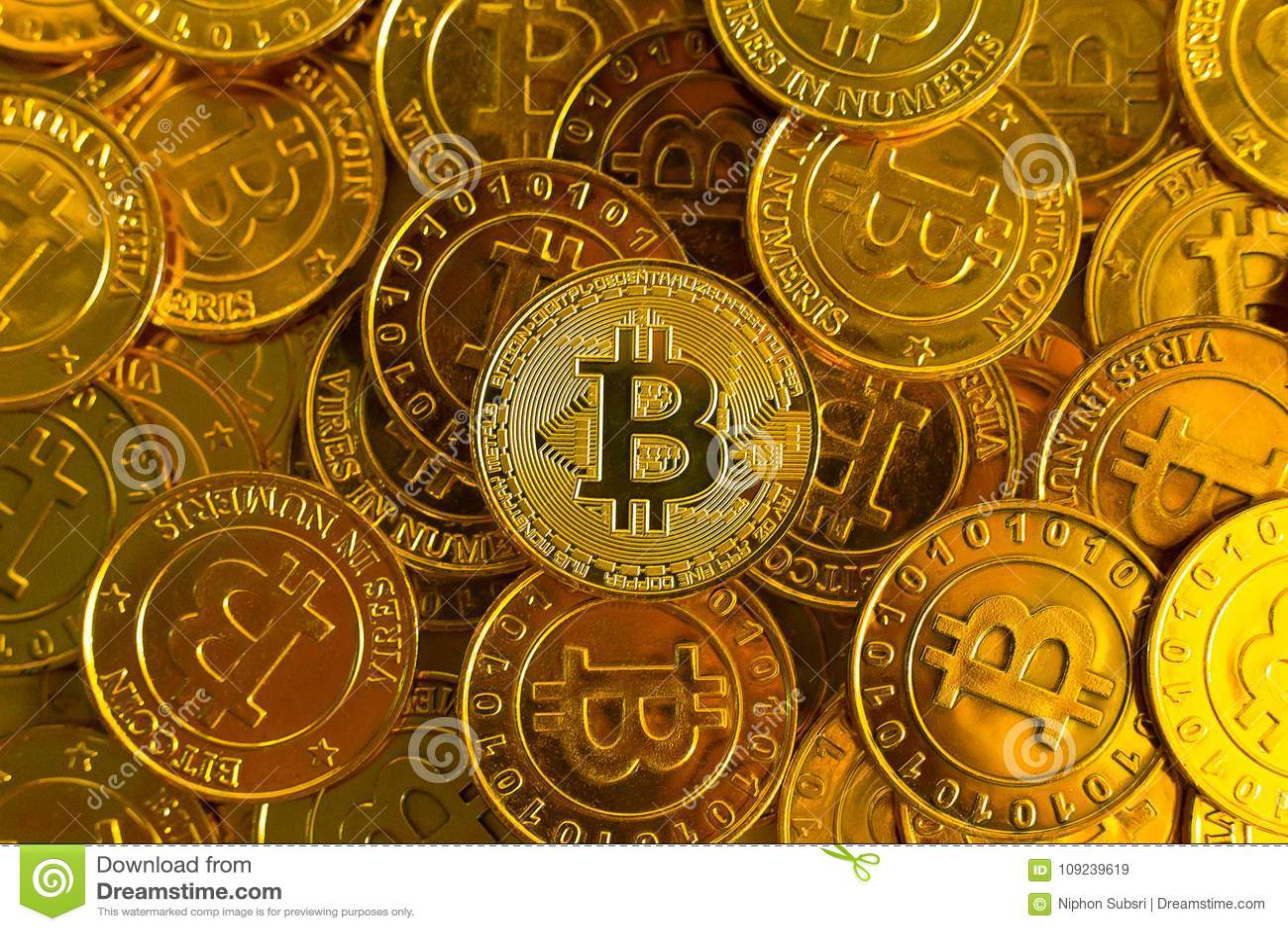 Concetto cripto di valuta Bitcoins, monete di oro, spirito di Cryptocurrency