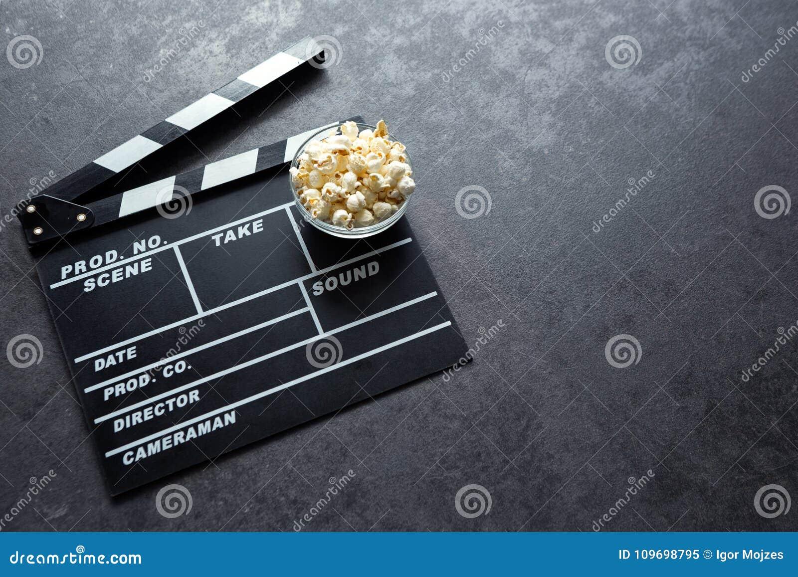 Concetto del cinema con l insieme di elementi del cinema del bordo di valvola