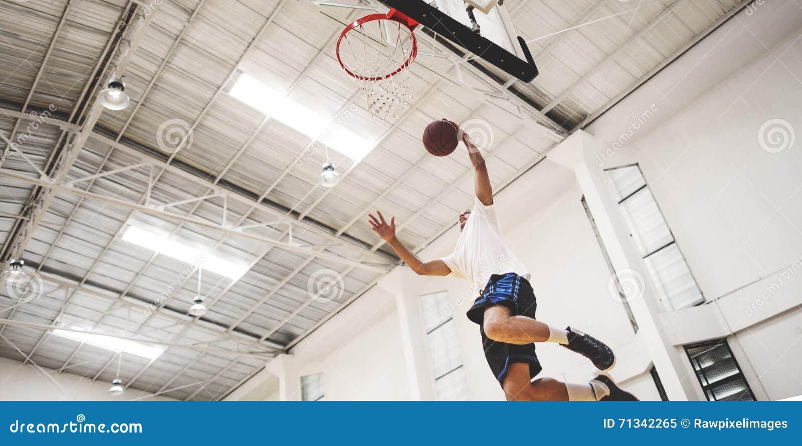 Concetto del giocatore di esercizio della concorrenza di rimbalzo di pallacanestro