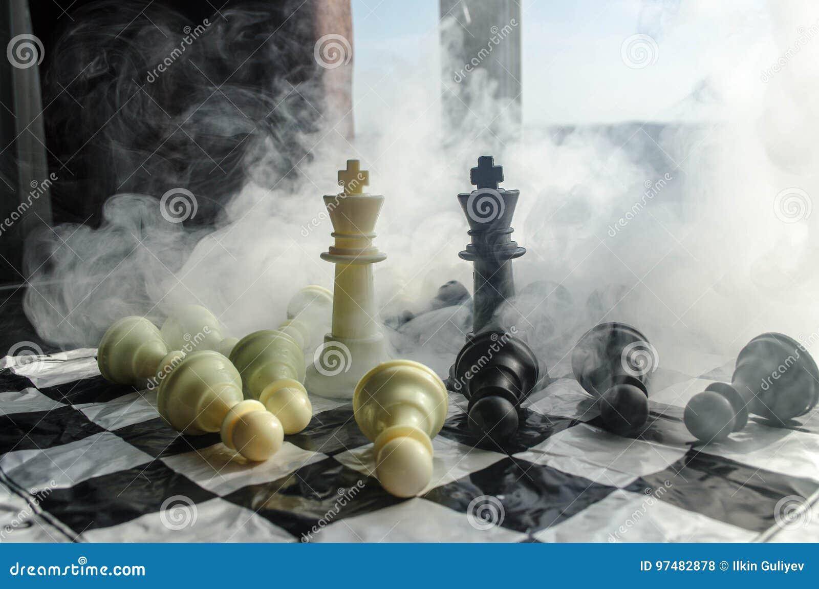 Concetto del gioco di scacchiera del concep di idee di affari e di idee di strategia e della concorrenza Gli scacchi dipendono un