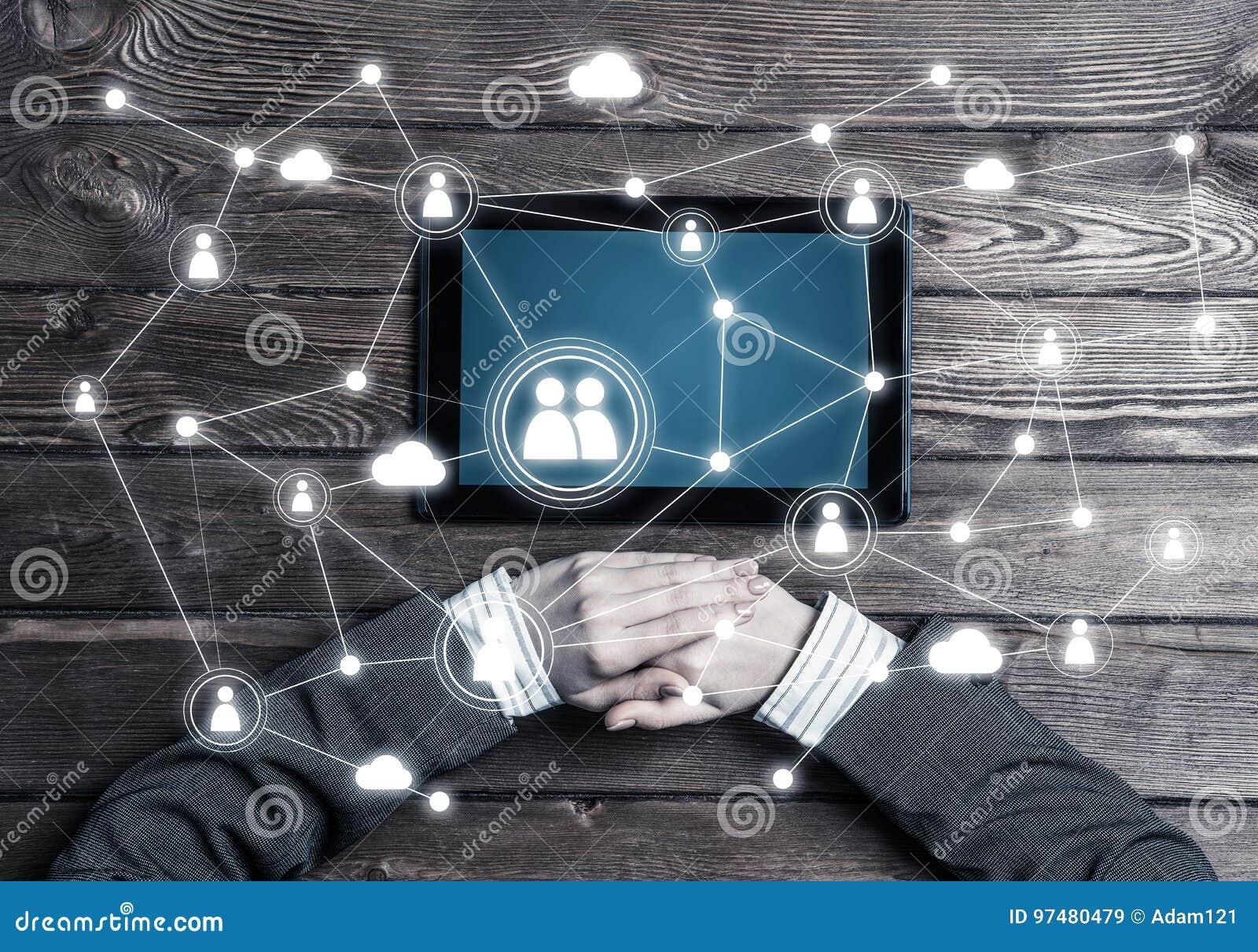 Concetto della comunicazione e della rete sociali con conne sociale