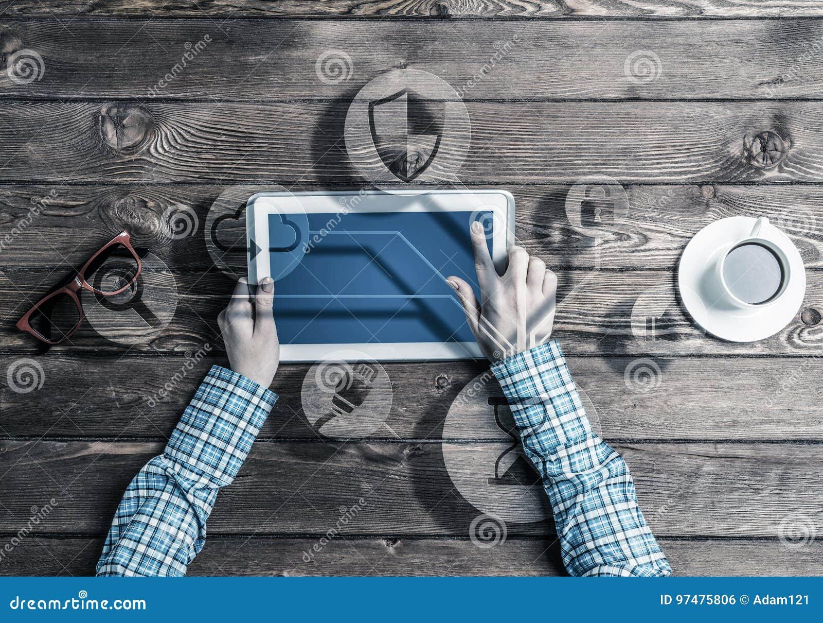 Concetto della comunicazione e della rete sociali con l utente di media i