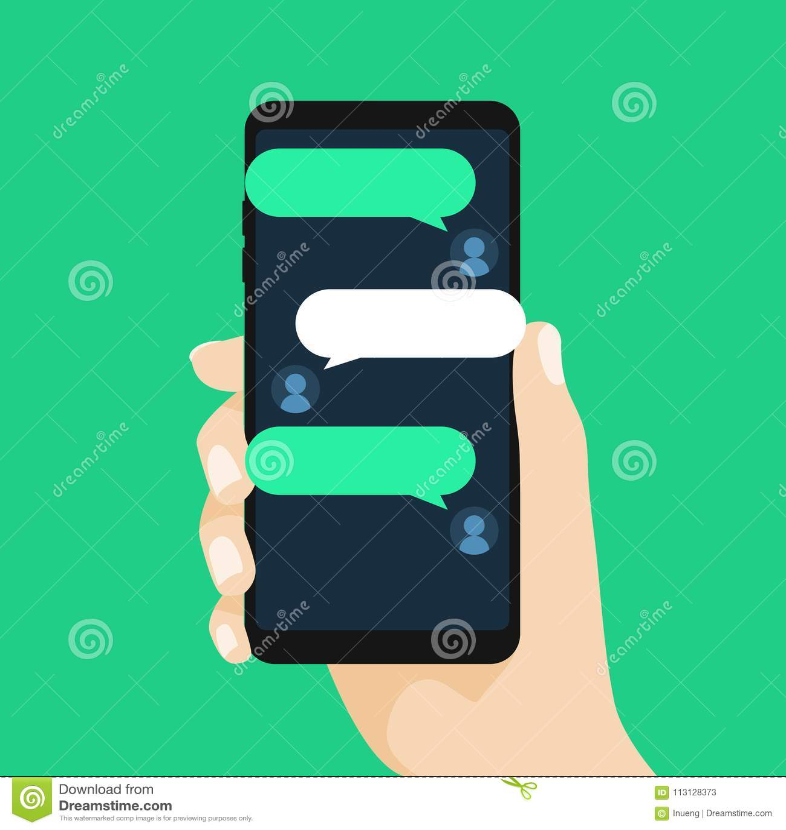 Concetto della conversazione online con il messaggio mandante un sms Chiacchierando sul telefono