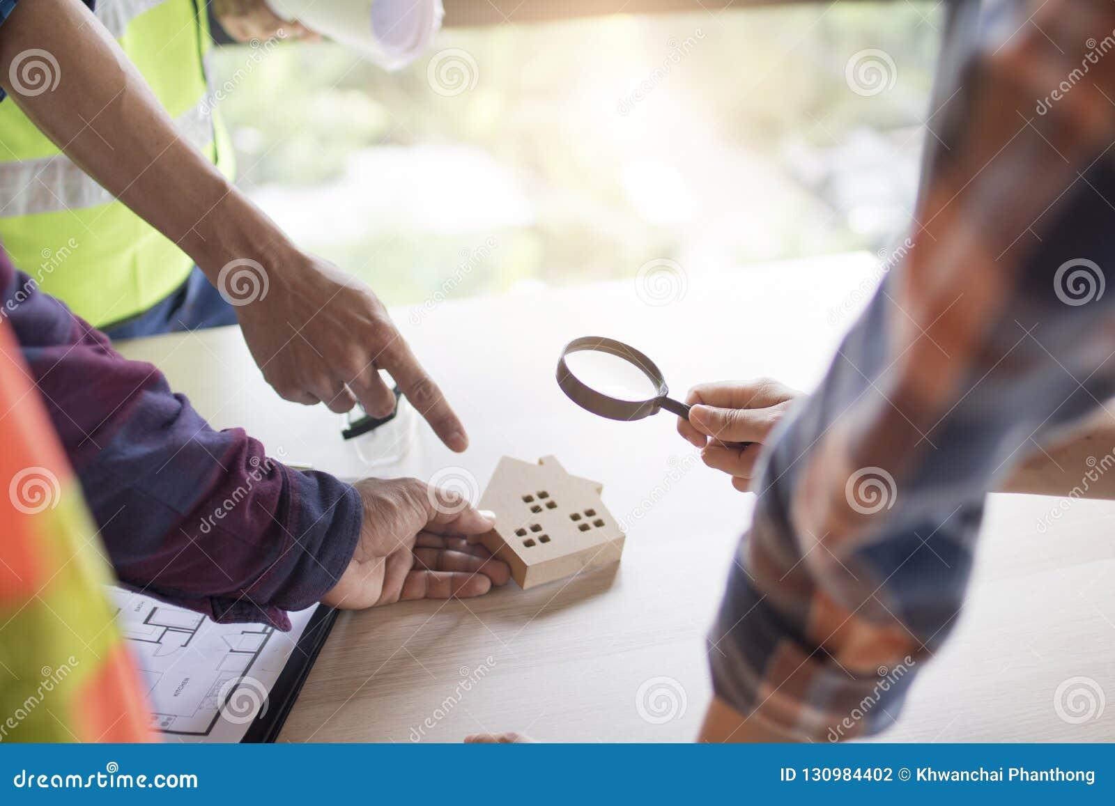 Concetto della costruzione di ispezione, controllo dell ingegnere o dell ispettore hous