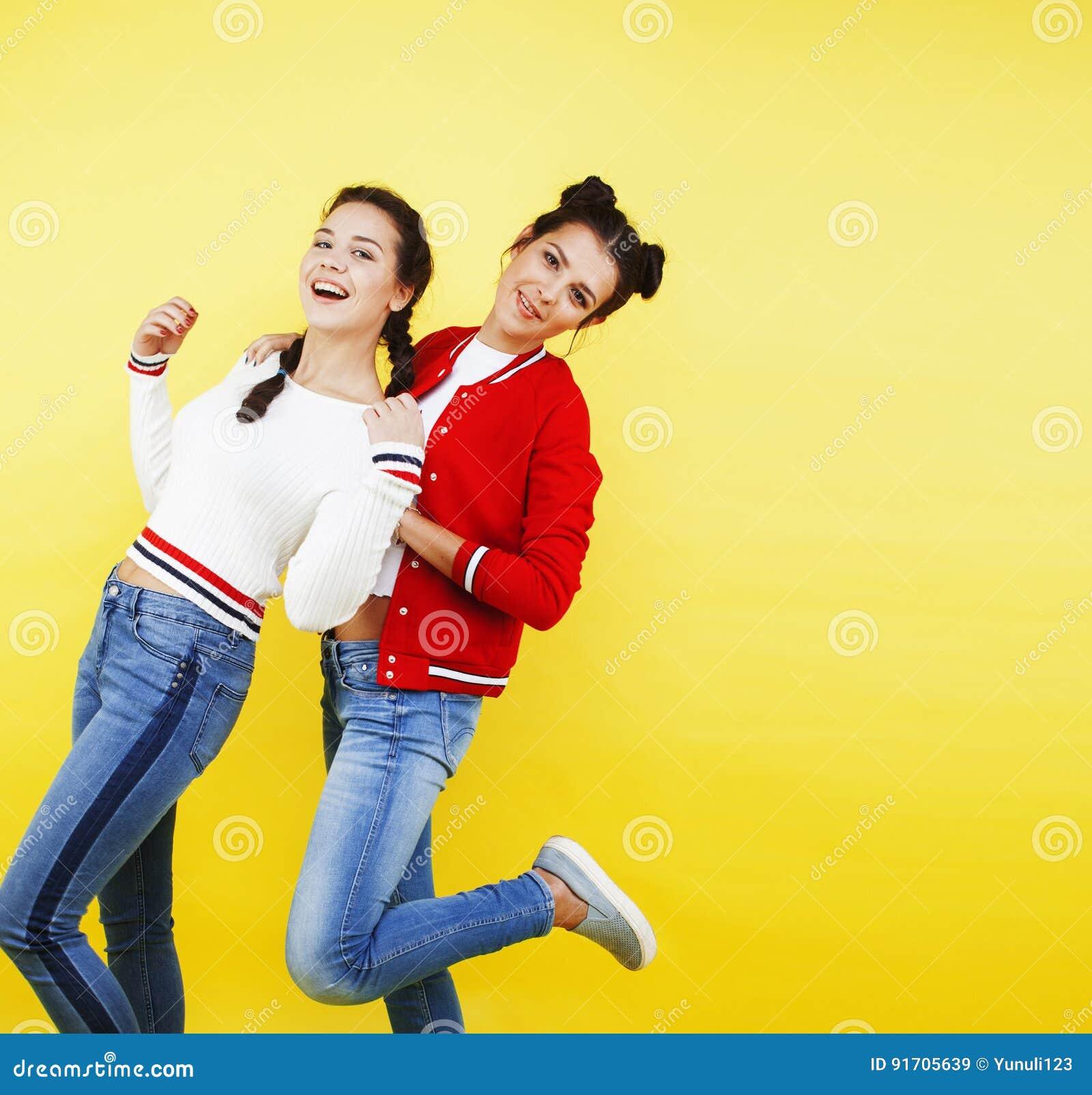 Giovani lesbiche fanno sesso-1643