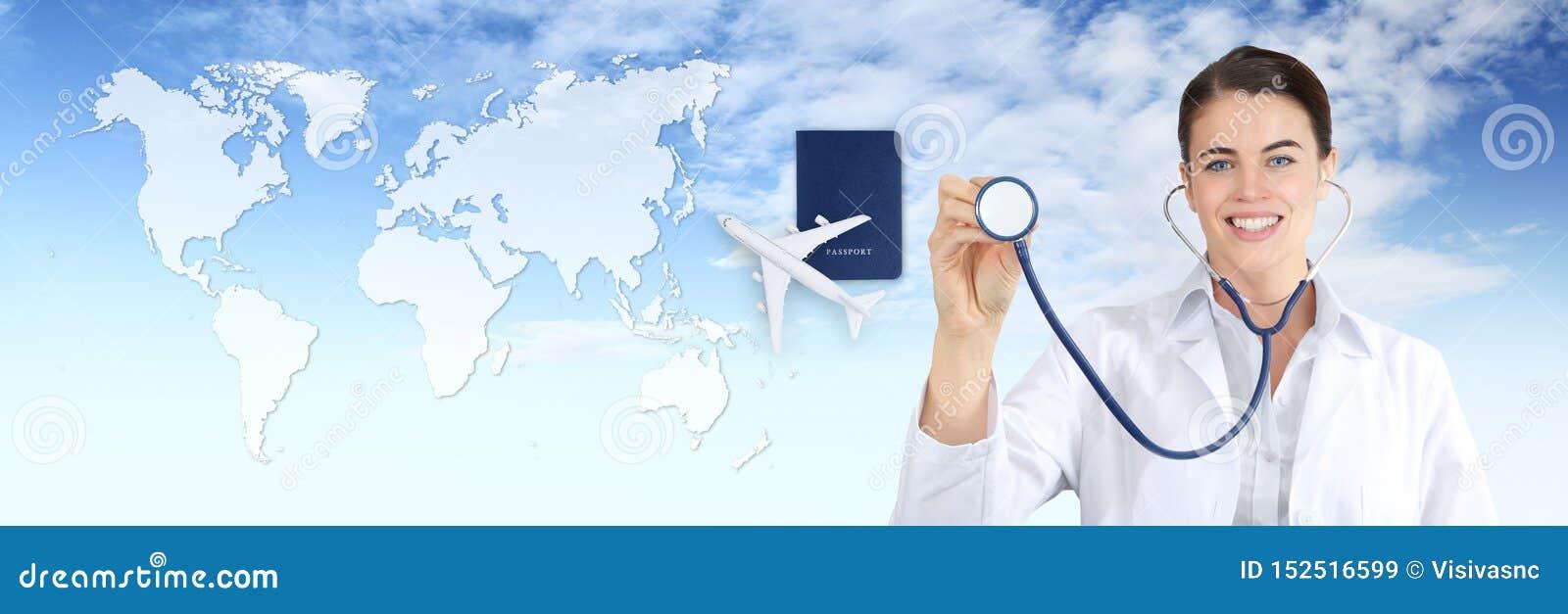 Concetto di assicurazione-malattia di viaggio internazionale, rappresentazione della donna di medico di sorriso, stetoscopio, aer