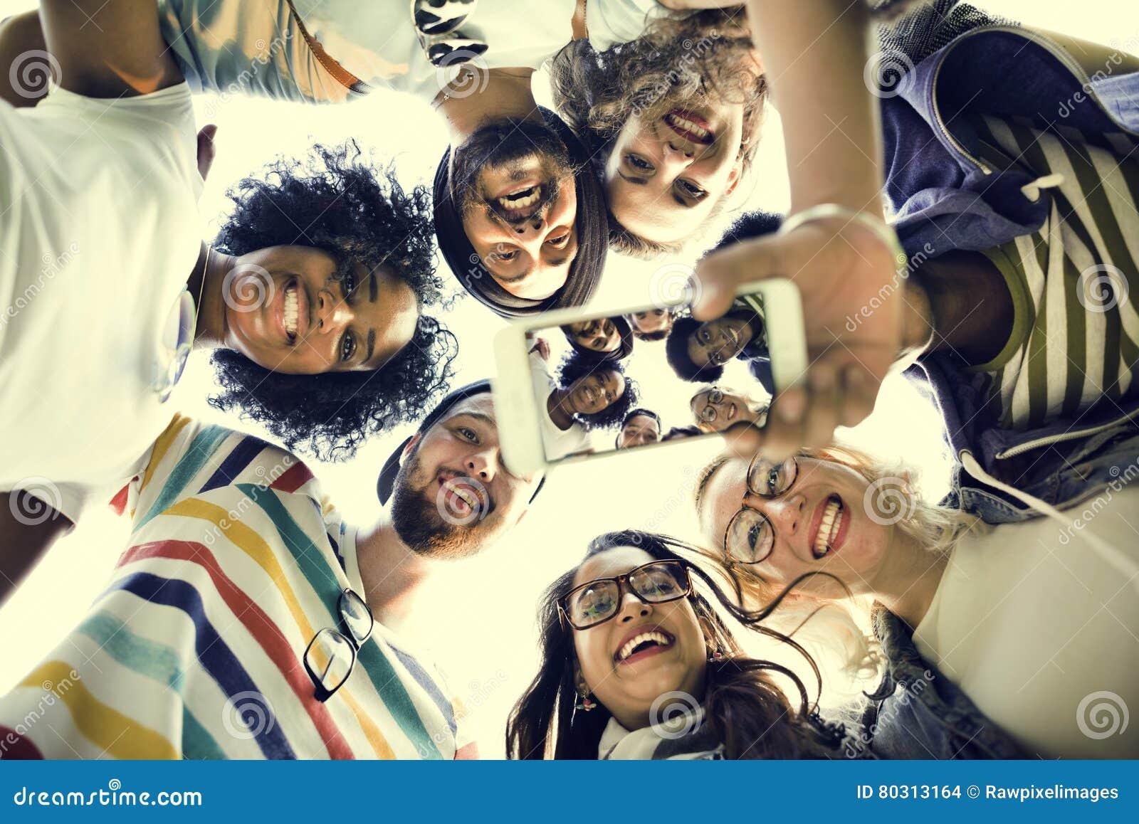 Concetto di conversazione della foto di lavoro di squadra degli studenti di college