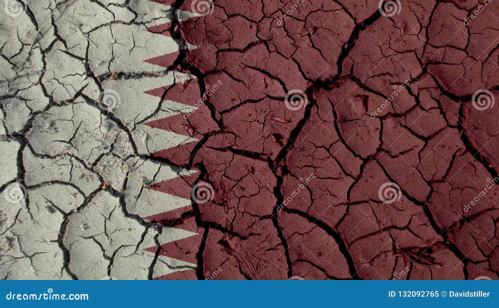 Concetto di crisi politica: Crepe del fango con la bandiera del Qatar