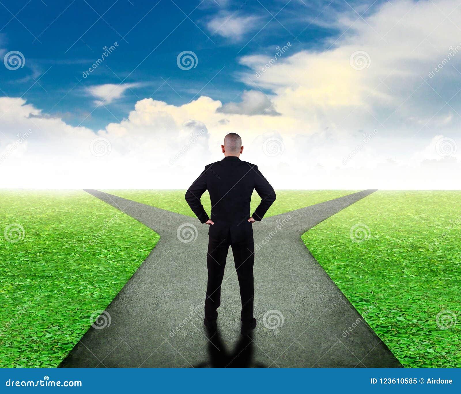Concetto di decisione economica Confonda per scegliere la direzione