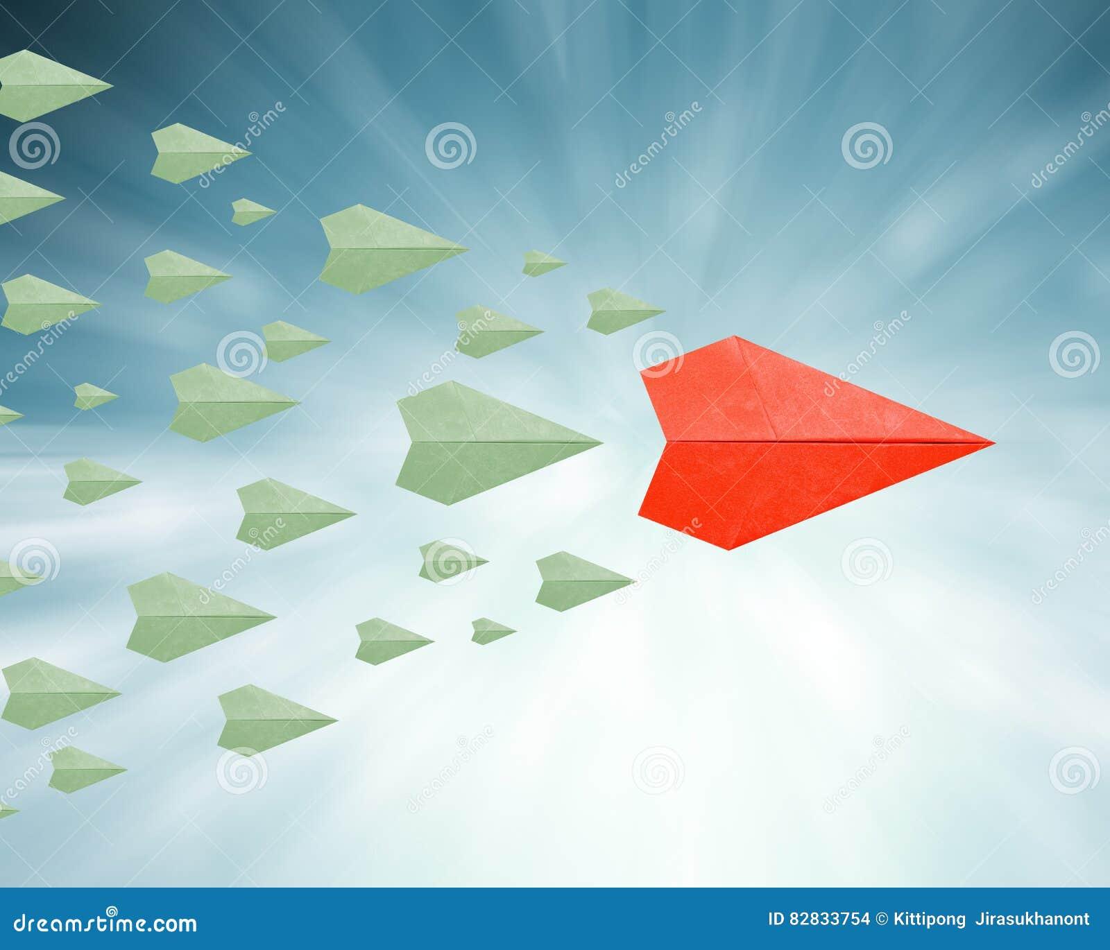Concetto di direzione con l aereo di carta
