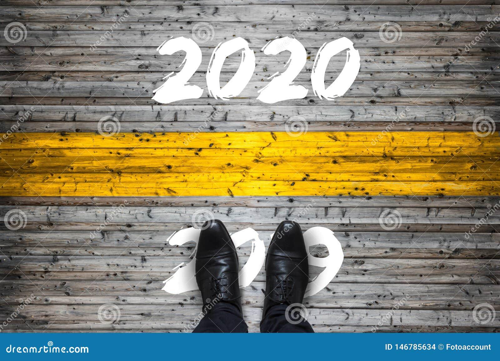 Concetto Di Inizio Di Benvenuto 2020 - Arrivederci 2019 - Fotografia Stock  - Immagine di concreto, background: 146785634