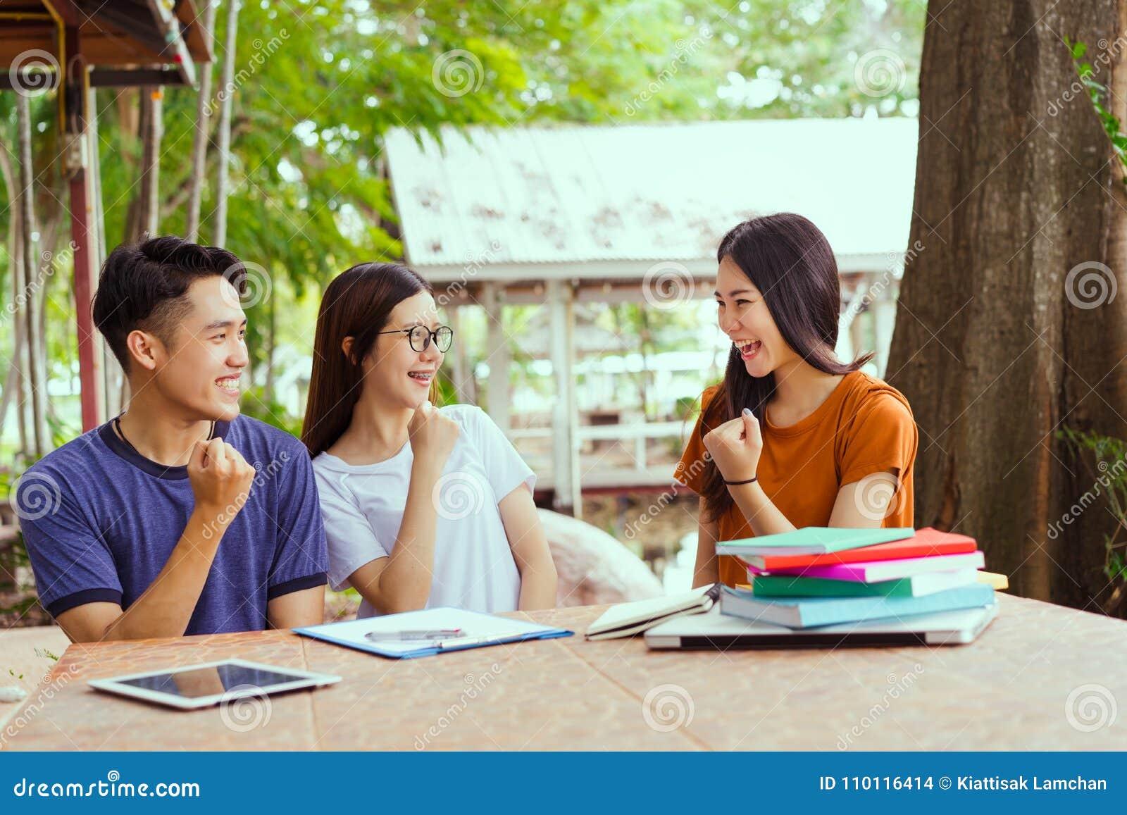 Concetto di progetto di successo dell università dello studente