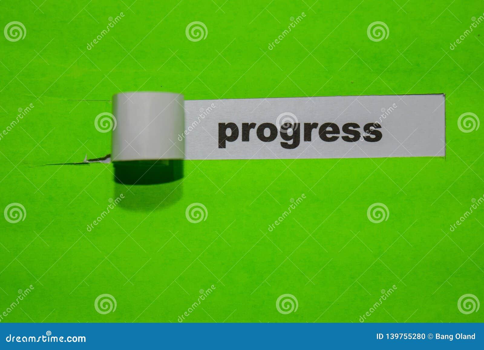Concetto di progresso, di ispirazione e di affari su carta lacerata verde