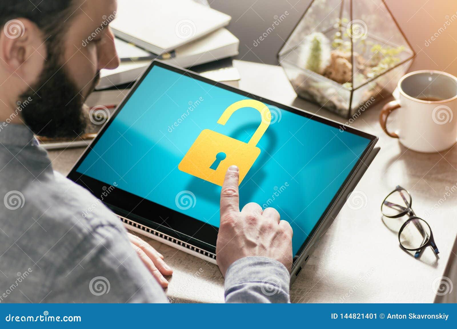 Concetto di protezione dei dati, confidenziale, sicurezza della rete nel web