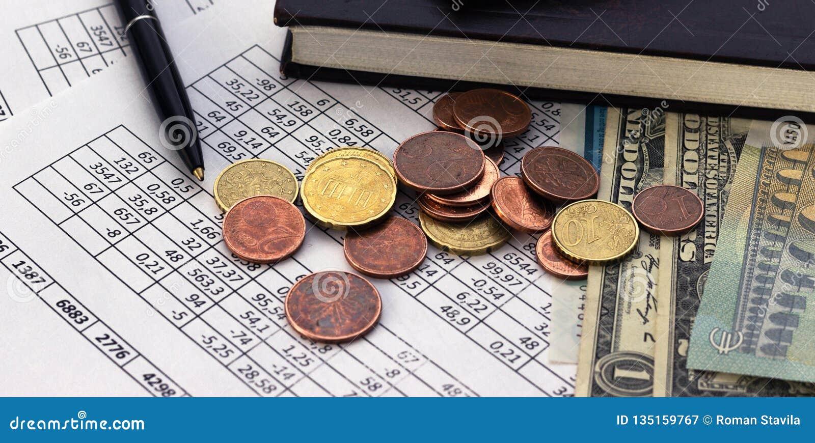 Concetto di risparmio di conto di pianificazione di finanza di affari contabilità, calcoli di affari, conteggio dei contanti
