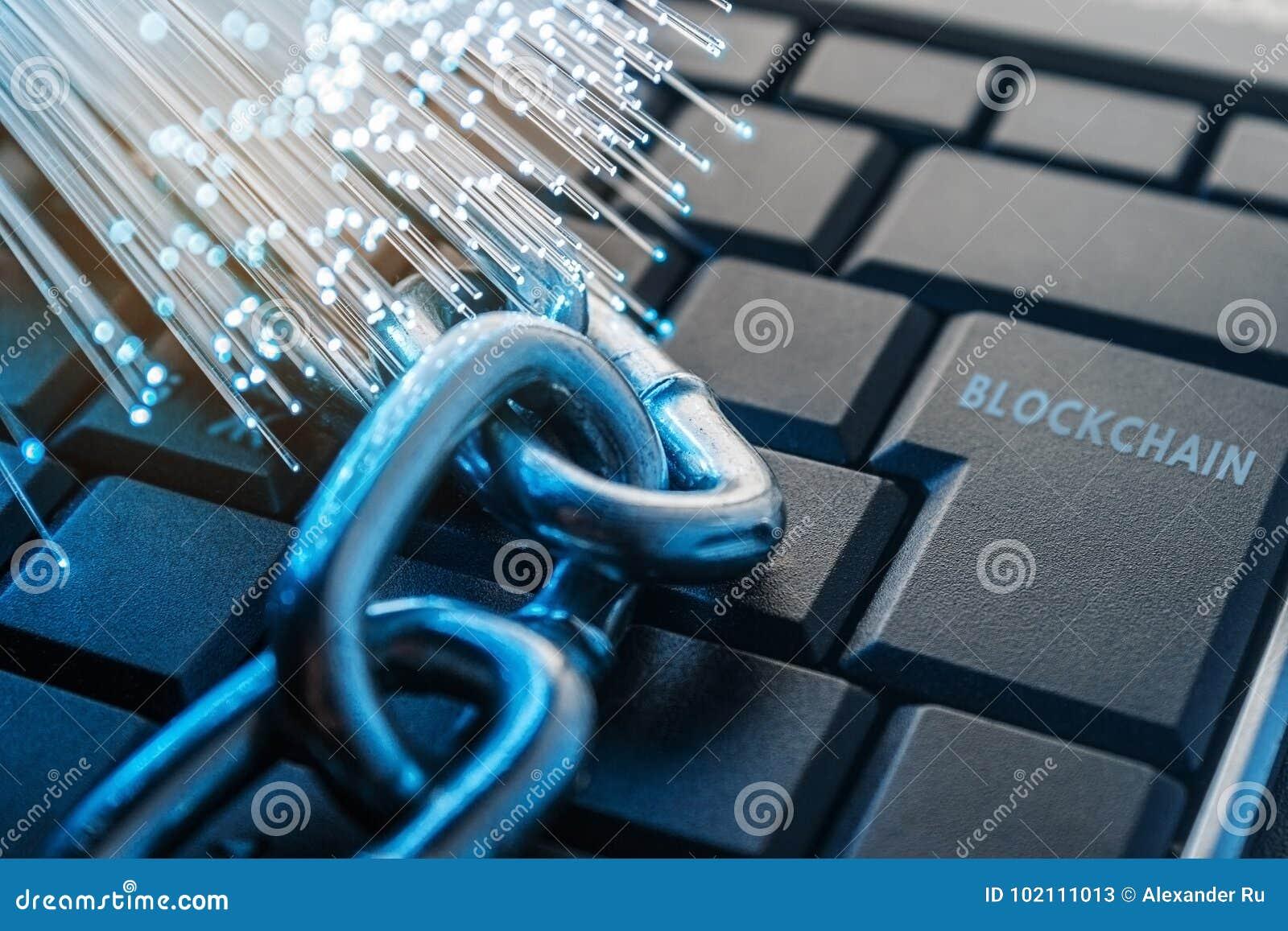 Concetto di tecnologia di Blockchain La catena si trova sulla tastiera