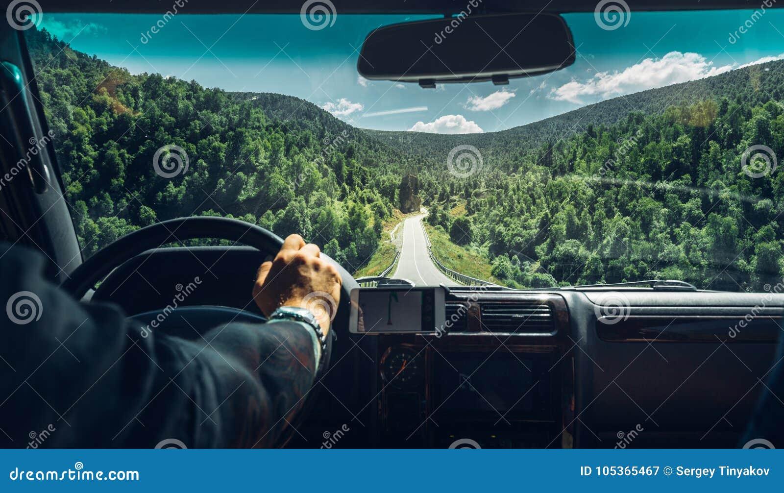 Concetto di vacanza di smania dei viaggi di viaggio di automobile di libertà