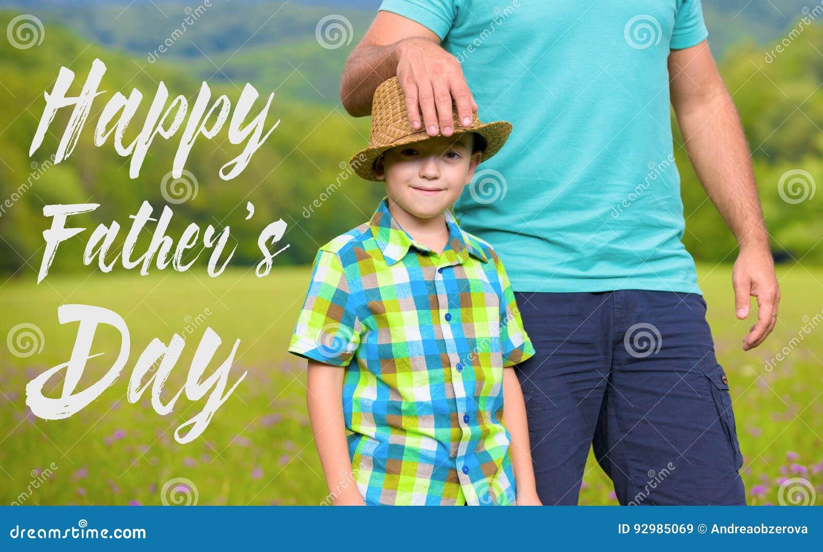 Concetto felice di giorno del ` s del padre
