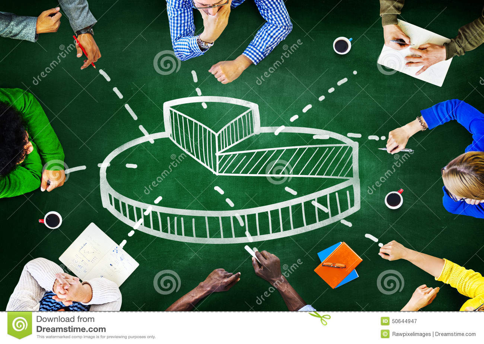 Concetto finanziario di riunione di finanza delle edizioni di affari del grafico della torta