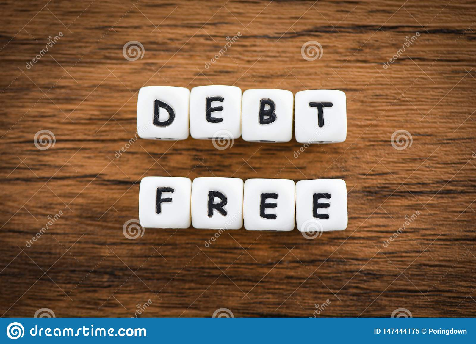 Concetto libero di affari di debito per libertà finanziaria della moneta scritturale dalla gestione dei rischi di problemi di int