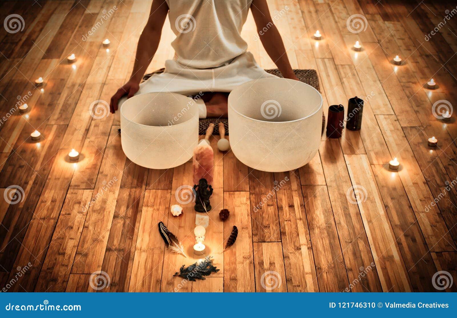 Concierto de la música de Medidative con los cuencos cristalinos