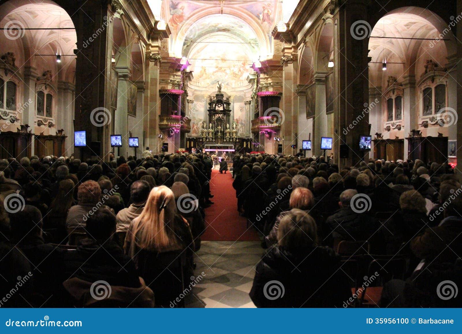Concierto de la Navidad en la ciudad de Busto Arsizio