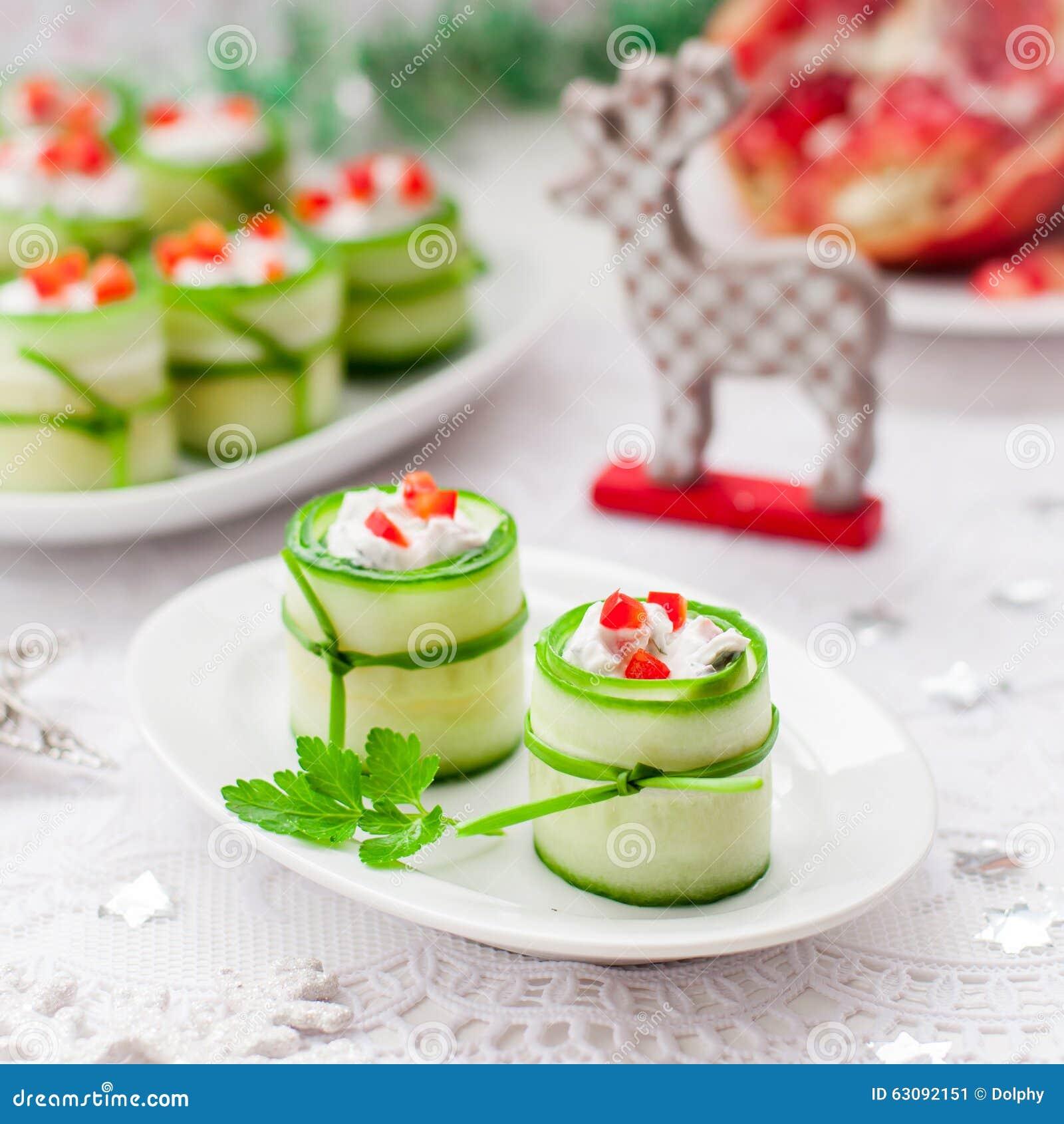 Download Concombre Rolls Bourrée Du Feta, Des Herbes, Du Poivron Et Du Noir Oliv Image stock - Image du dîner, nourriture: 63092151