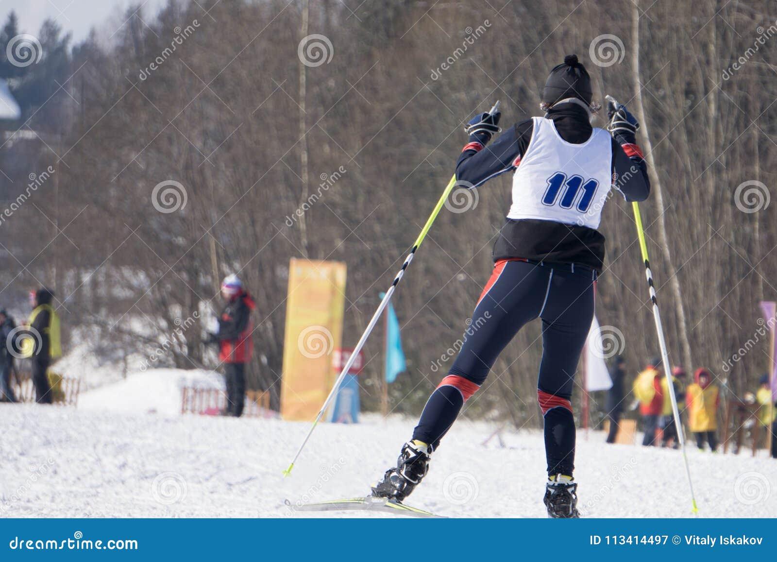 Concorrenza nella disciplina dello sci che corre, chiamata lo sprint classico di stile nell inverno