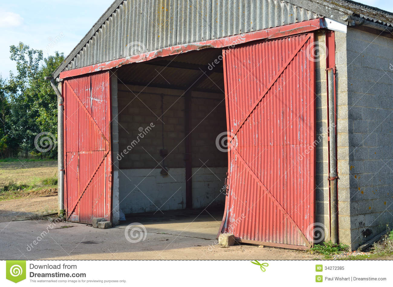 Concrete Barn With Open Doors Stock Image Image Of Grungy Garage