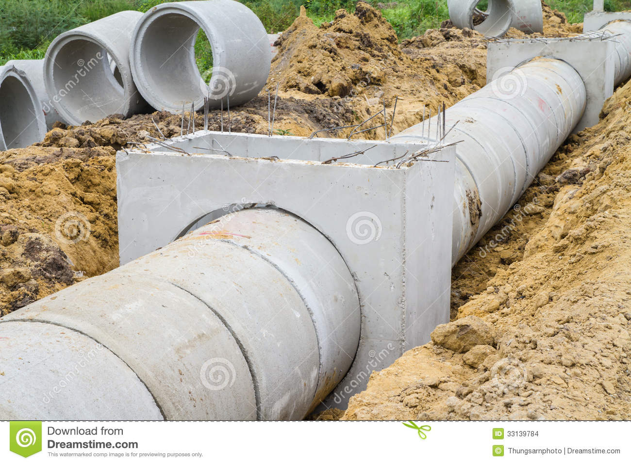 Cement Drain Pipe 24 : Concrete drainage pipe and manhole under construction