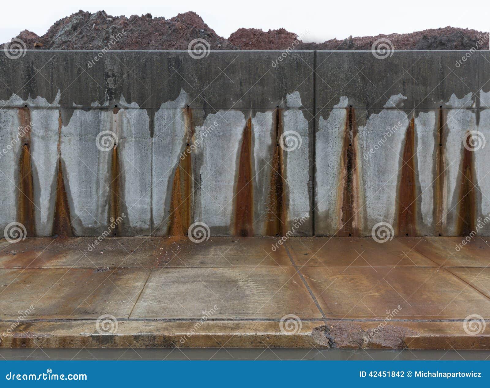 Concrete grijze muur met rode vlekken stock foto afbeelding 42451842 - Grijze en rode muur ...