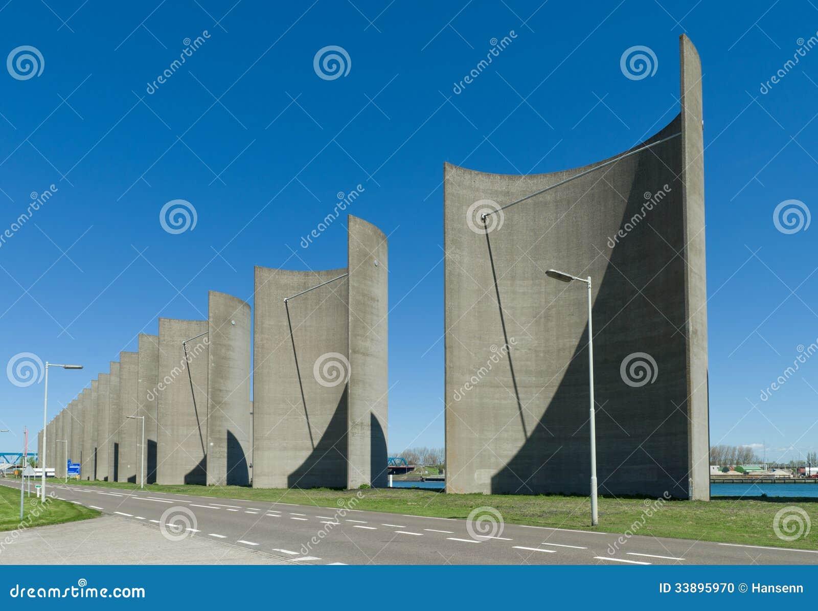 Concrete Windbreak Sto...