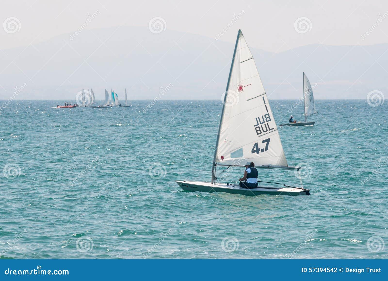 Concurrentie die in de baai van van Pomorie varen