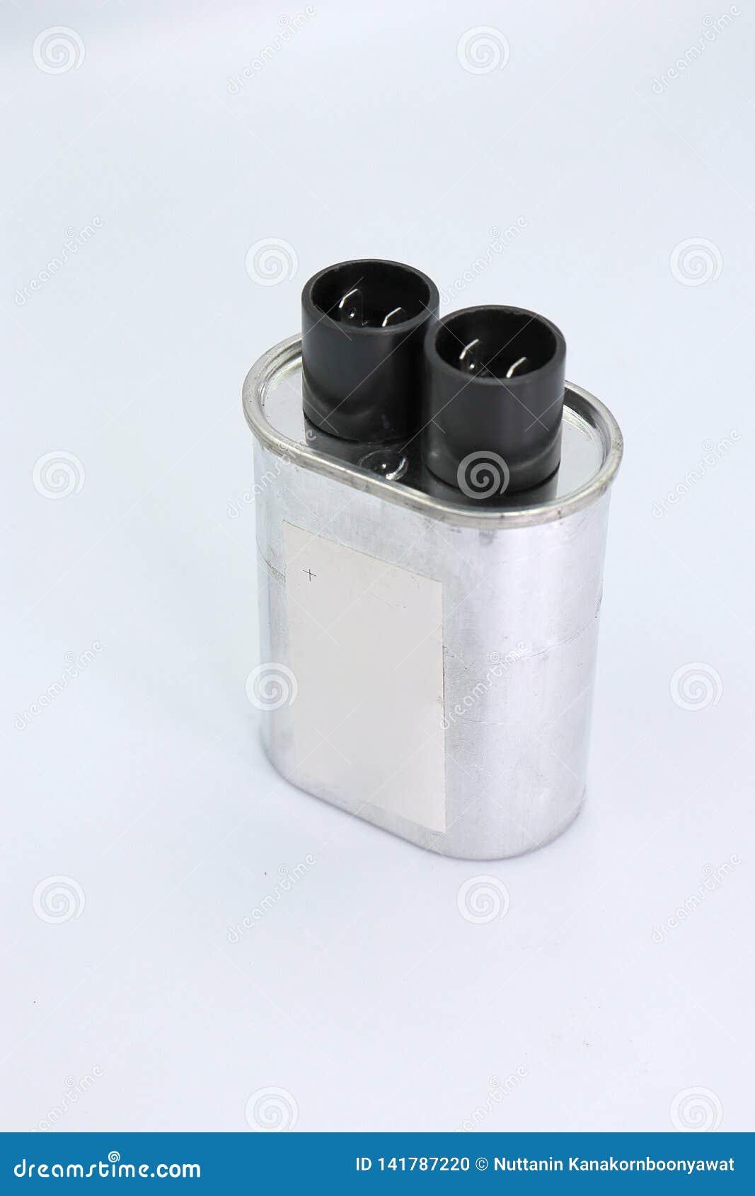 Condensatore isolato su fondo bianco