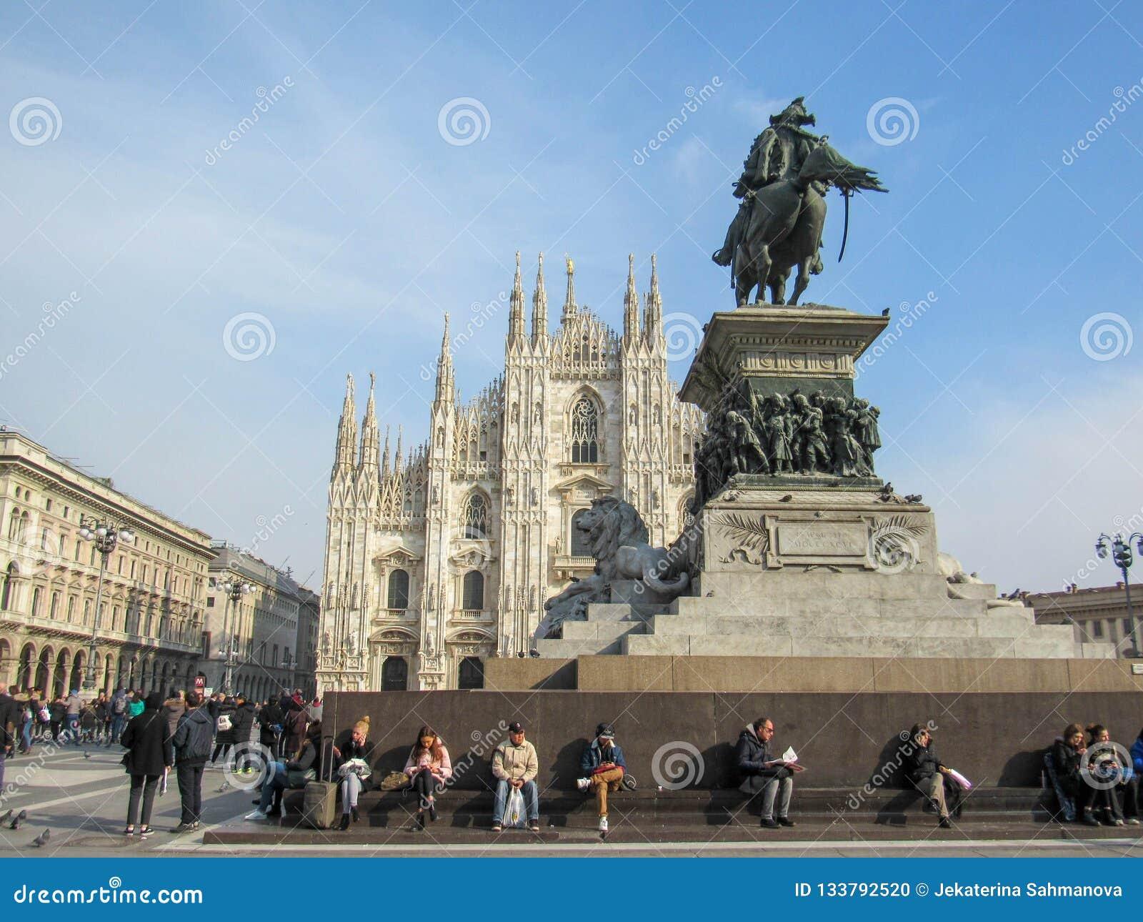 Condizione della chiesa di Milan Cathedral fiera in Piazza del Duomo a Milano, Lombardia, Italia al febbraio 2018