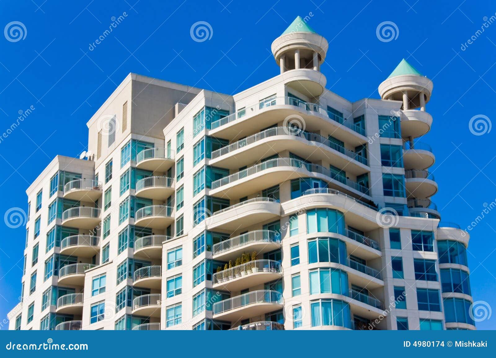 Condominio moderno con i balconi fotografia stock for Balconi condominio