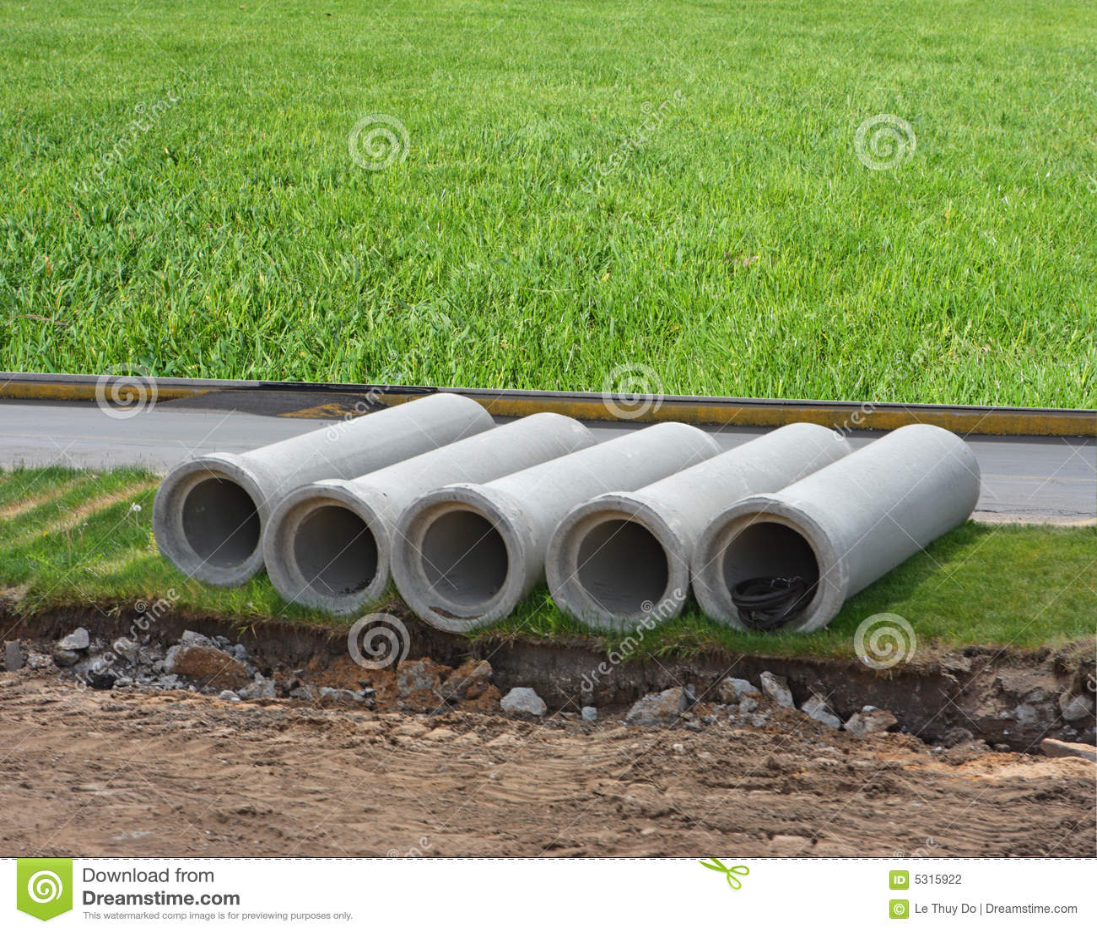 Download Condotte di cemento fotografia stock. Immagine di strada - 5315922