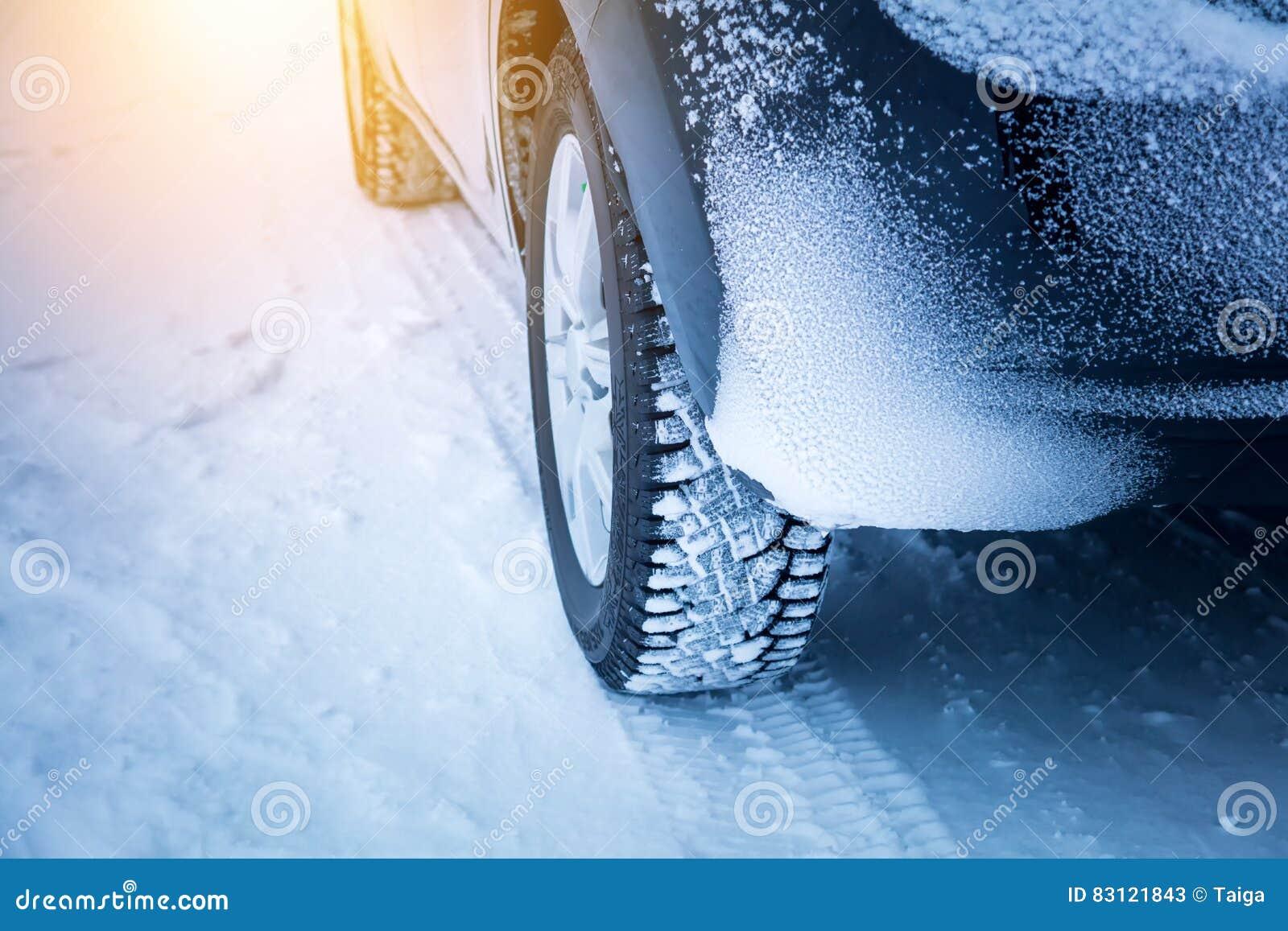 Condução no inverno - pneumáticos do ` s do carro