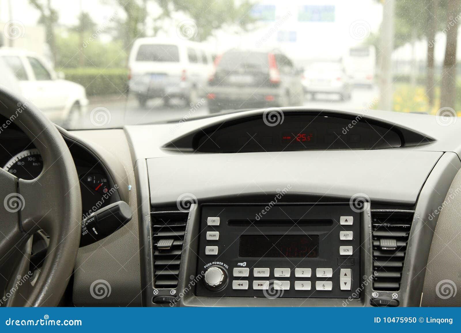 Conducción en la consola del coche.
