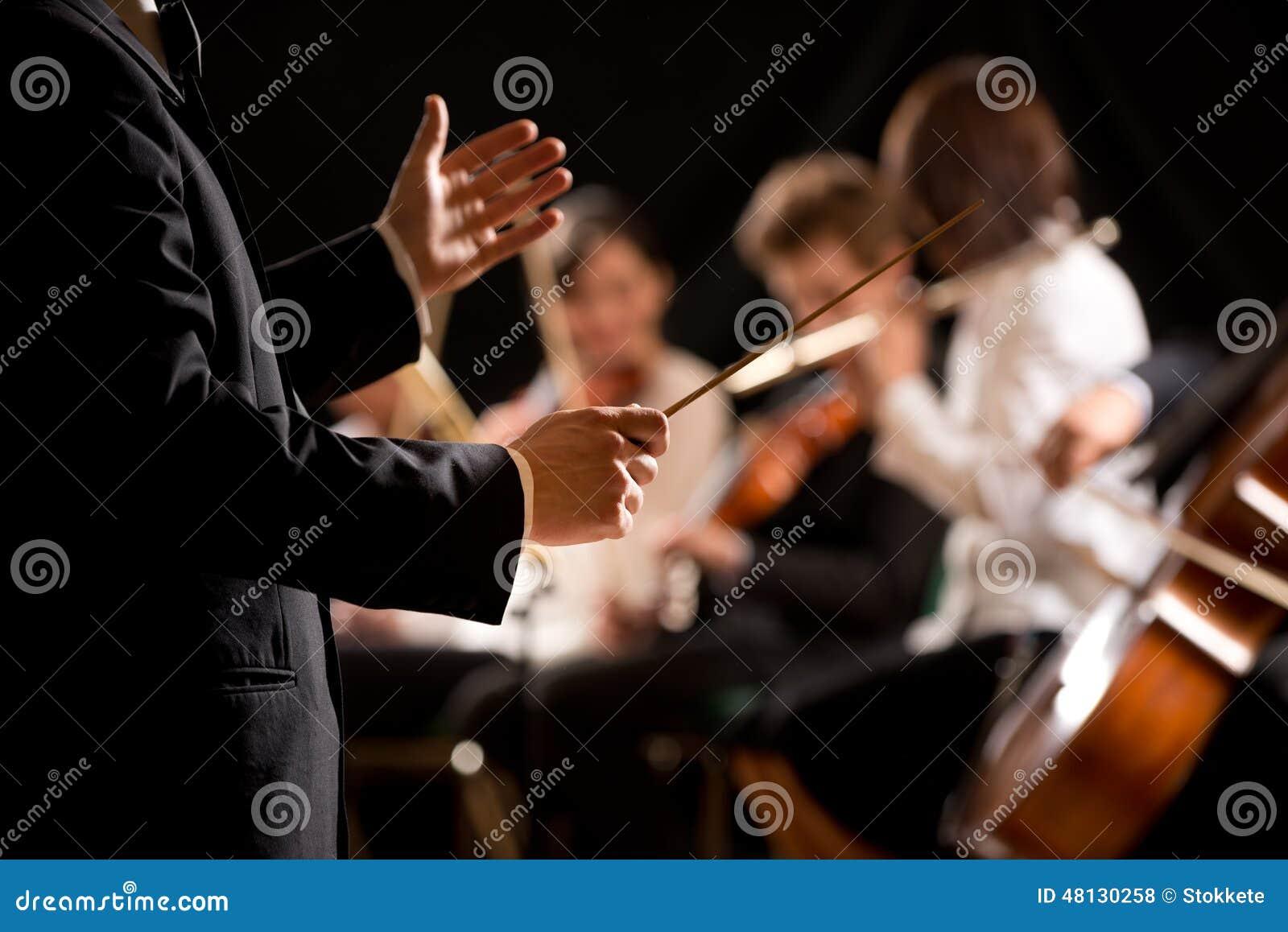 Conducteur d orchestre sur l étape