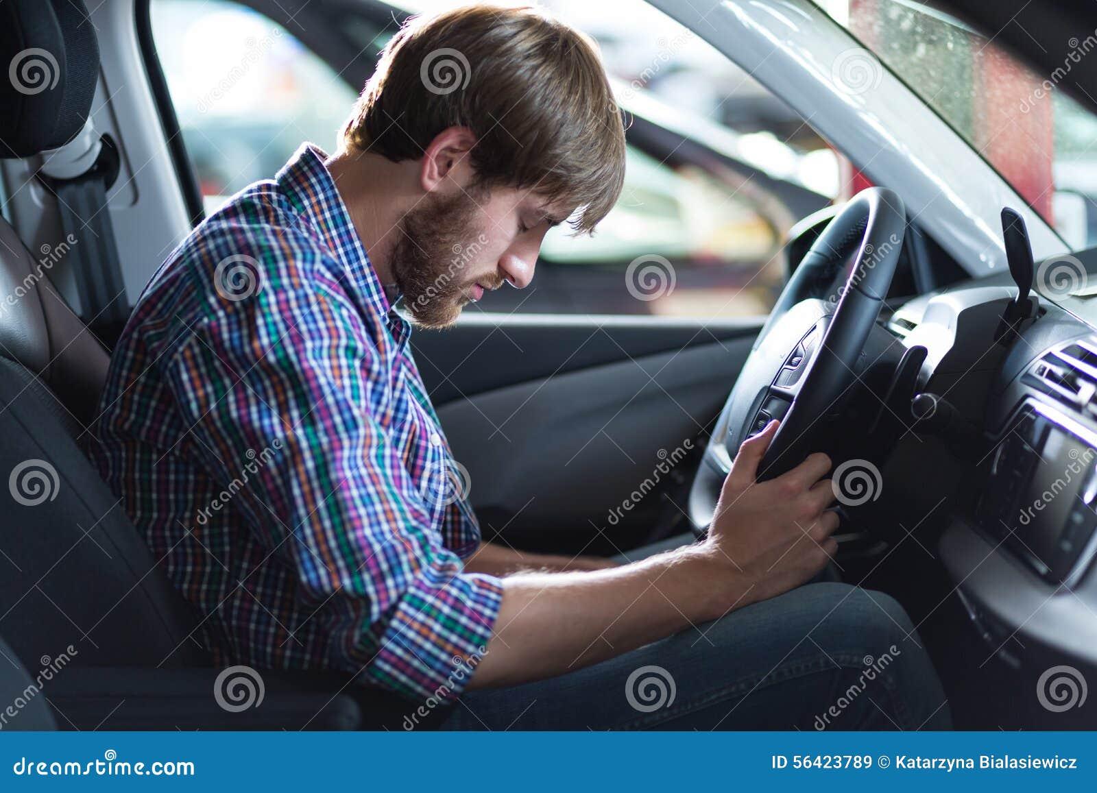 Conductor que tiene problema con el coche