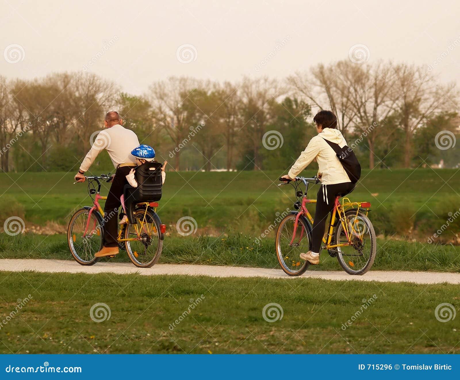 Conduite de vélo de famille