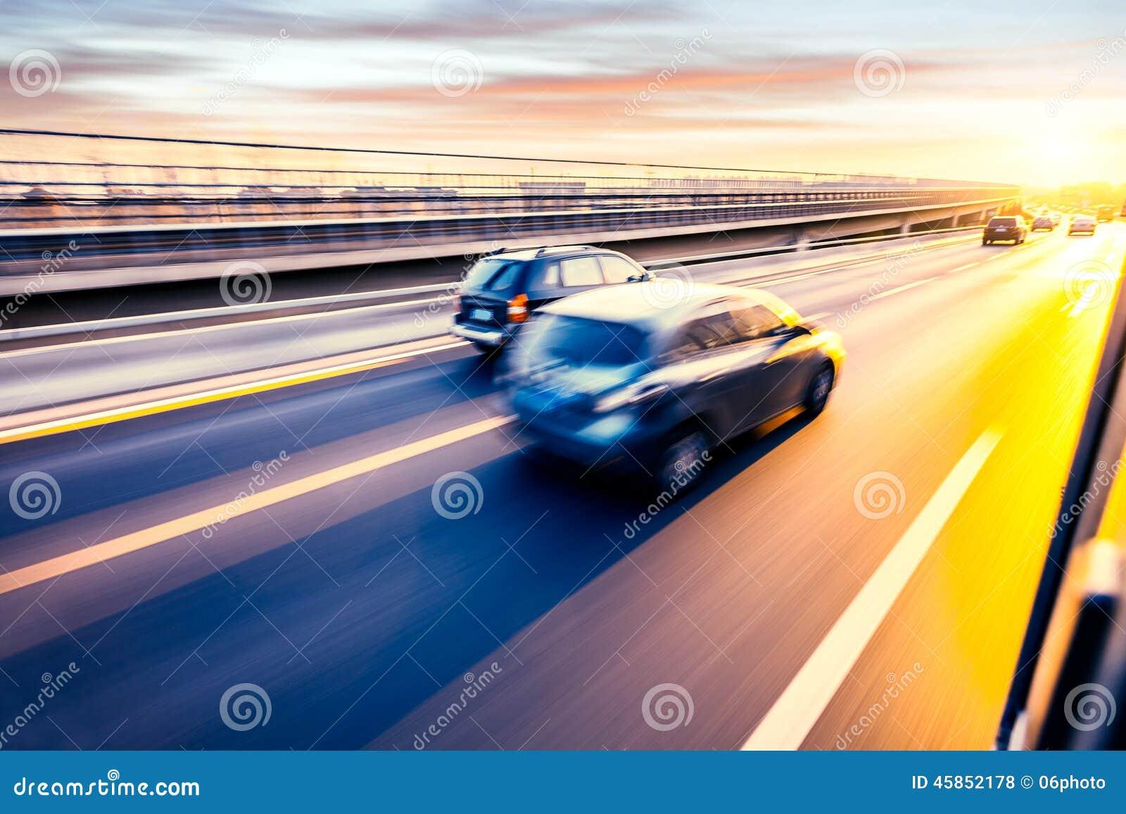 Conduite sur l autoroute, tache floue de mouvement