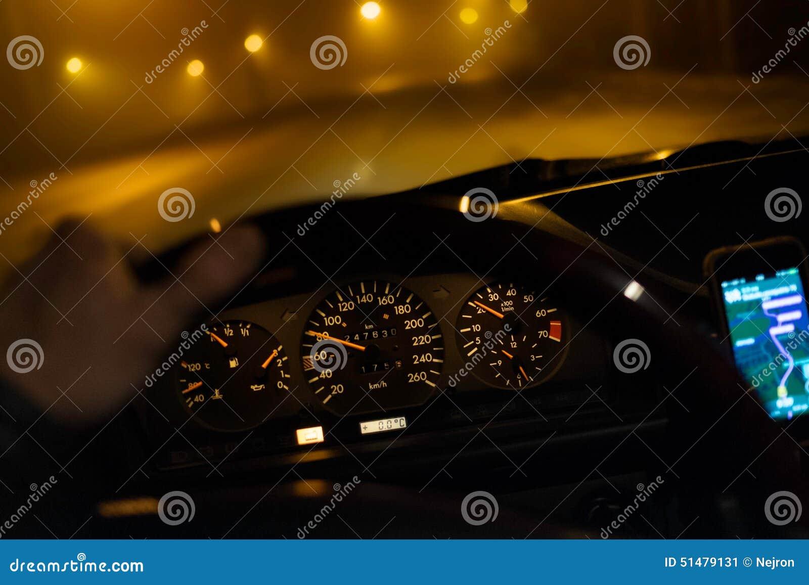 Conduzindo o carro na noite