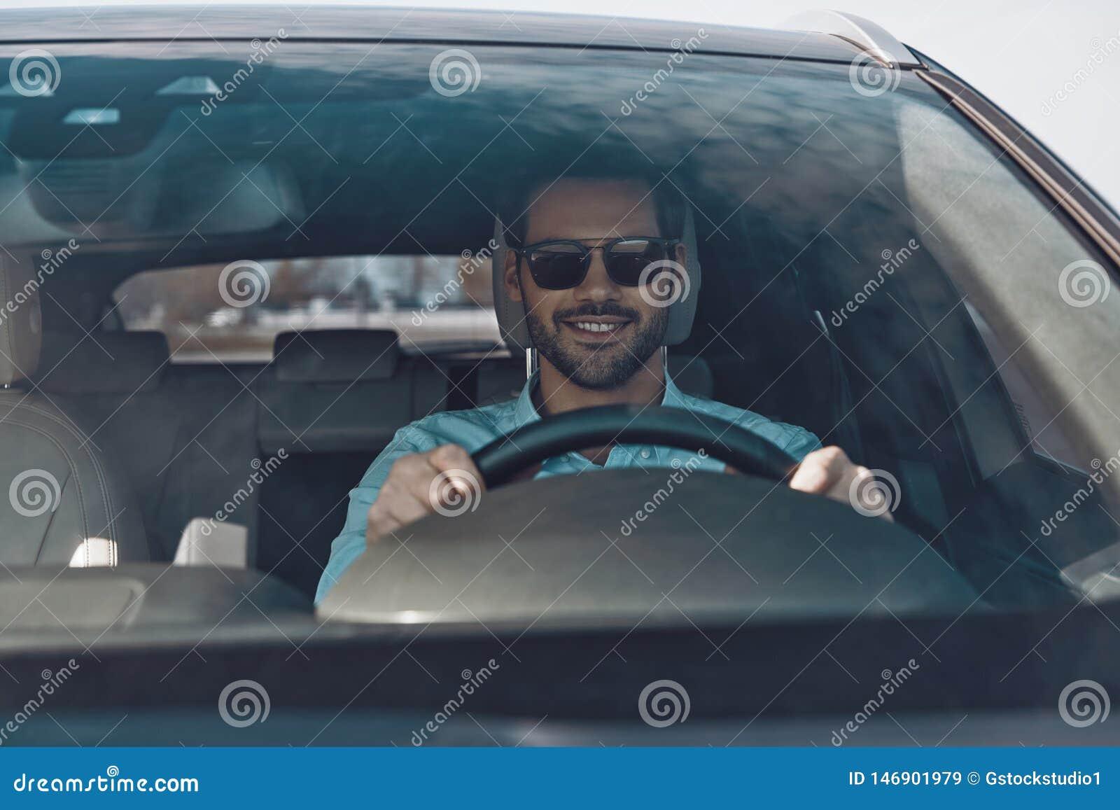 Conduzindo seu carro brandnew