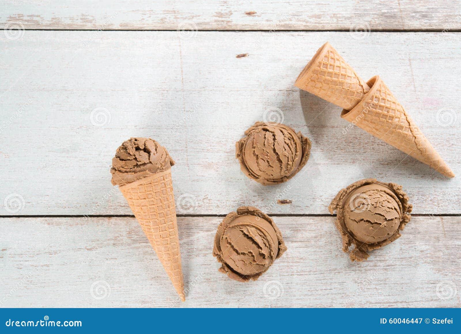 Cone de gelado do marrom da vista superior